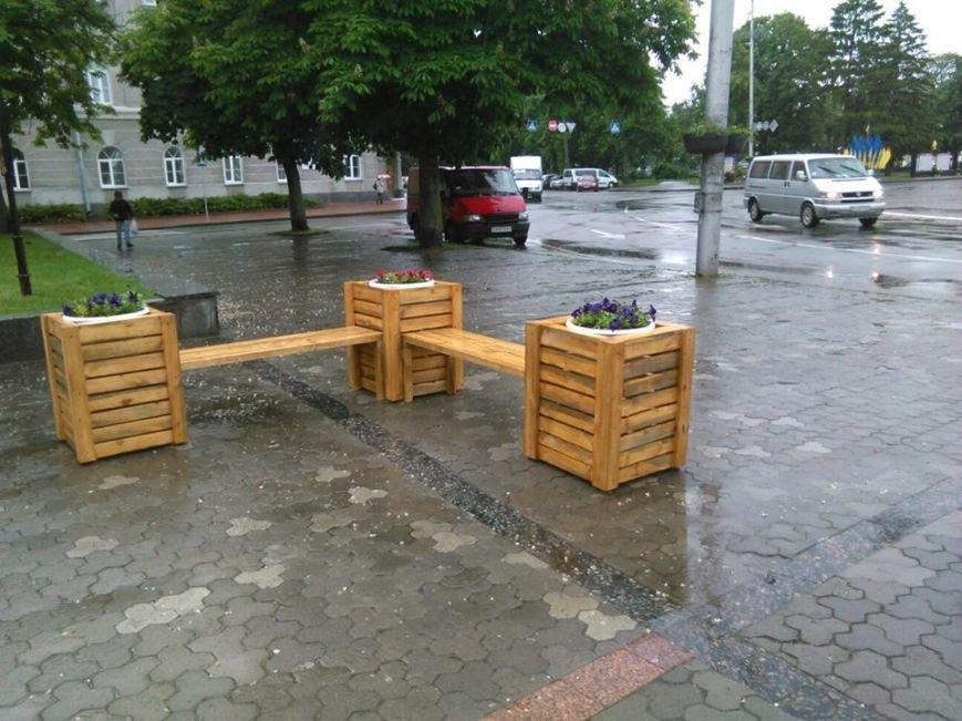 На Аллее героев в Чернигове установили лавочки-клумбы, фото-1