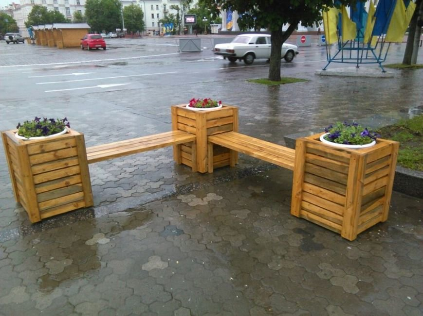 На Аллее героев в Чернигове установили лавочки-клумбы, фото-8