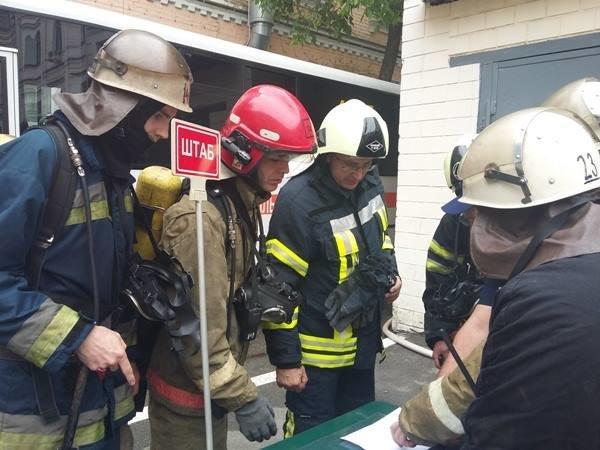 В Киеве во время пожара в управлении полиции эвакуировали 16 человек (ФОТО), фото-2