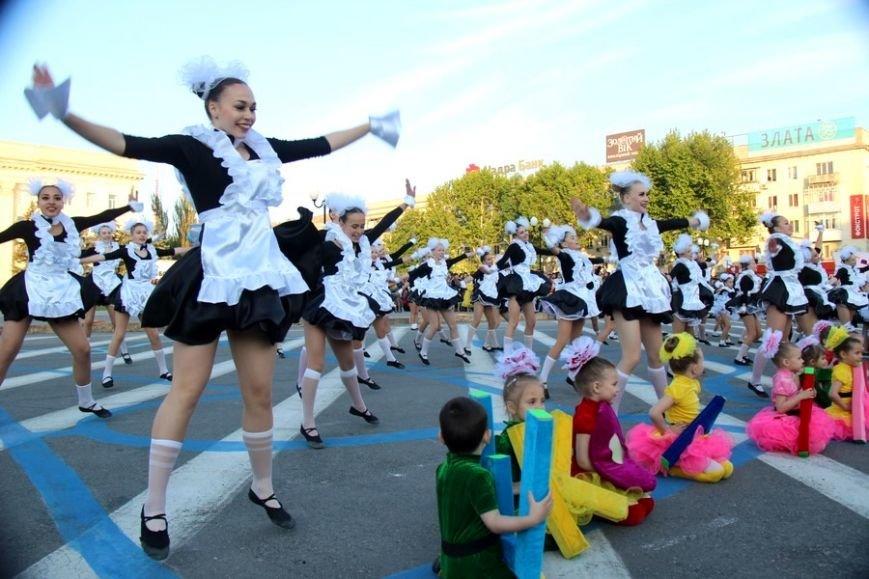 В Херсоне состоялось Карнавальное шествие, посвященное открытию фестиваля «Мельпомена Таврии», фото-1