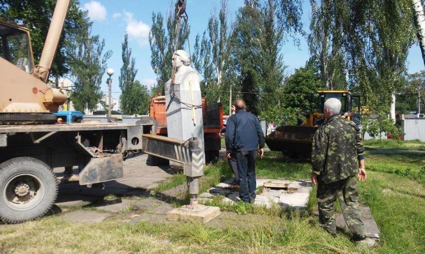 В Дарницком районе демонтируют памятник Крупской (ФОТОФАКТ), фото-4