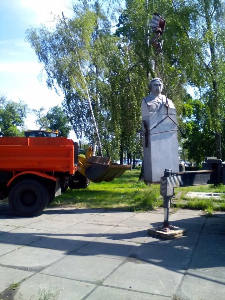 В Дарницком районе демонтируют памятник Крупской (ФОТОФАКТ), фото-2