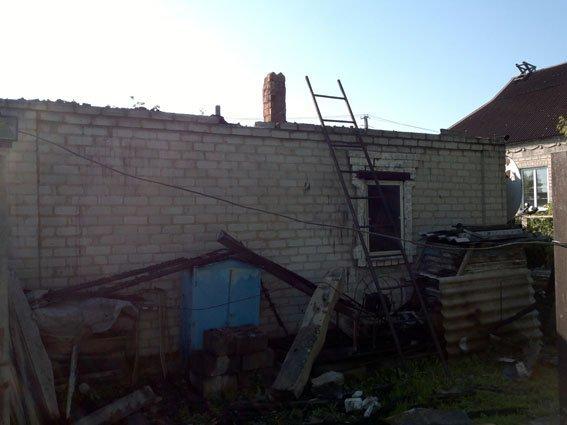 В результате обстрела террористами Авдеевки ранена женщина, сгорел дом (ФОТО), фото-2