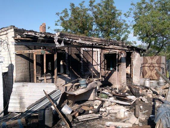 В результате обстрела террористами Авдеевки ранена женщина, сгорел дом (ФОТО), фото-4