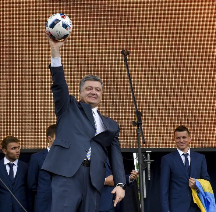 Порошенко: У нас есть все возможности в ближайшее время петь украинский гимн в Донецке под желто-голубыми цветами, фото-2