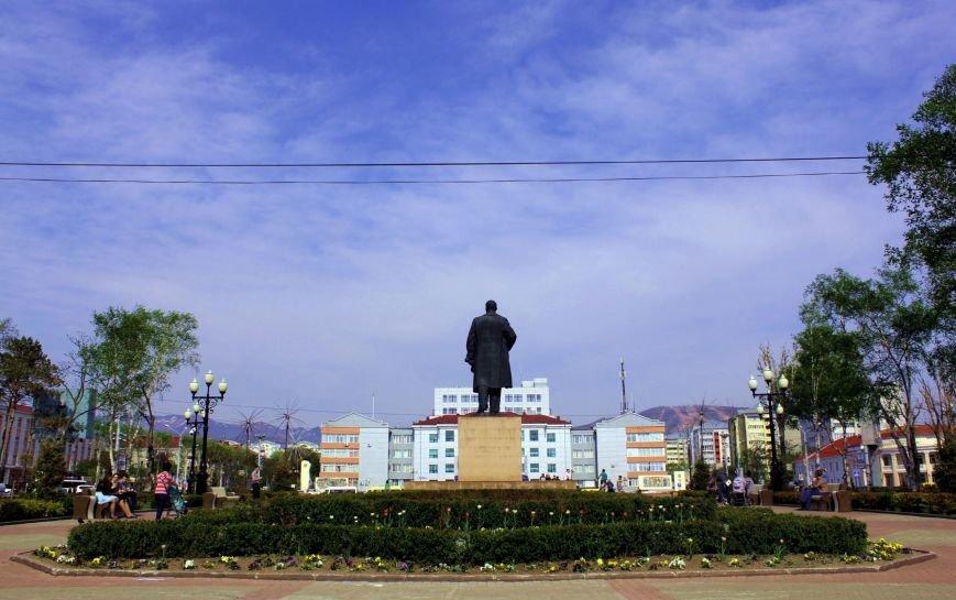 Южносахалинцы гуляют по городу с фотоаппаратом, фото-7