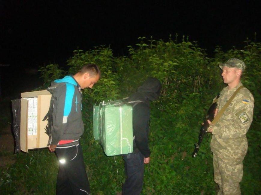 Буковинські прикордонники попередили контрабанду цигарок та затримали 3-ьох осіб, фото-1