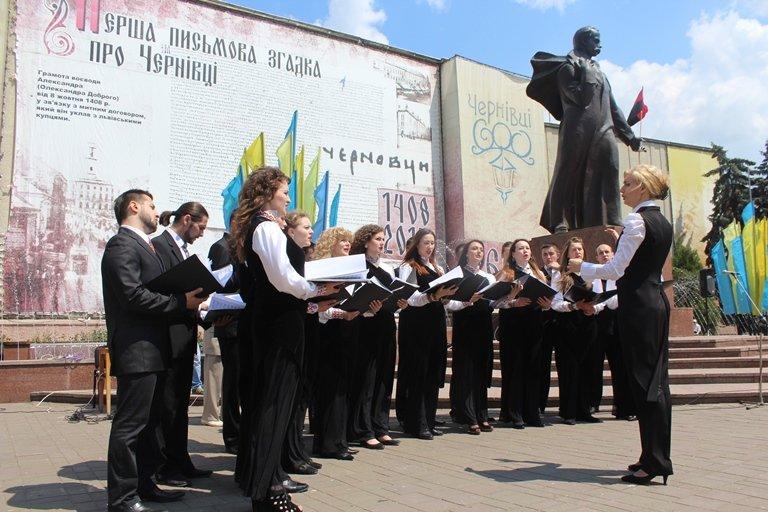 У Чернівцях відбулось покладання квітів з нагоди 155-тої річниці з дня перепоховання Тараса Шевченка, фото-10