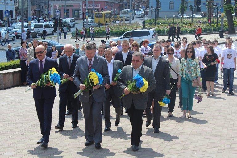 У Чернівцях відбулось покладання квітів з нагоди 155-тої річниці з дня перепоховання Тараса Шевченка, фото-7