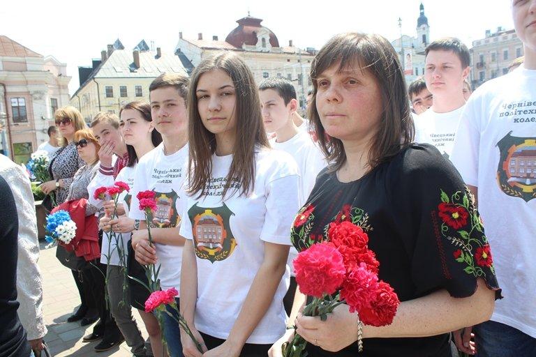 У Чернівцях відбулось покладання квітів з нагоди 155-тої річниці з дня перепоховання Тараса Шевченка, фото-9