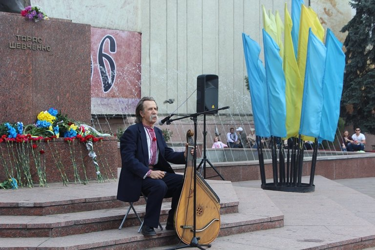 У Чернівцях відбулось покладання квітів з нагоди 155-тої річниці з дня перепоховання Тараса Шевченка, фото-4