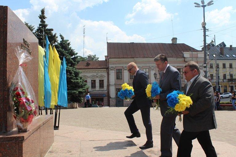 У Чернівцях відбулось покладання квітів з нагоди 155-тої річниці з дня перепоховання Тараса Шевченка, фото-6