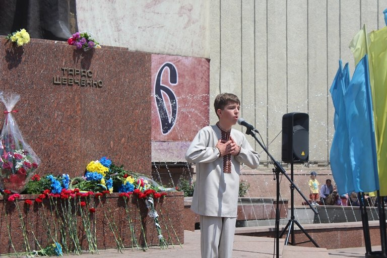 У Чернівцях відбулось покладання квітів з нагоди 155-тої річниці з дня перепоховання Тараса Шевченка, фото-2