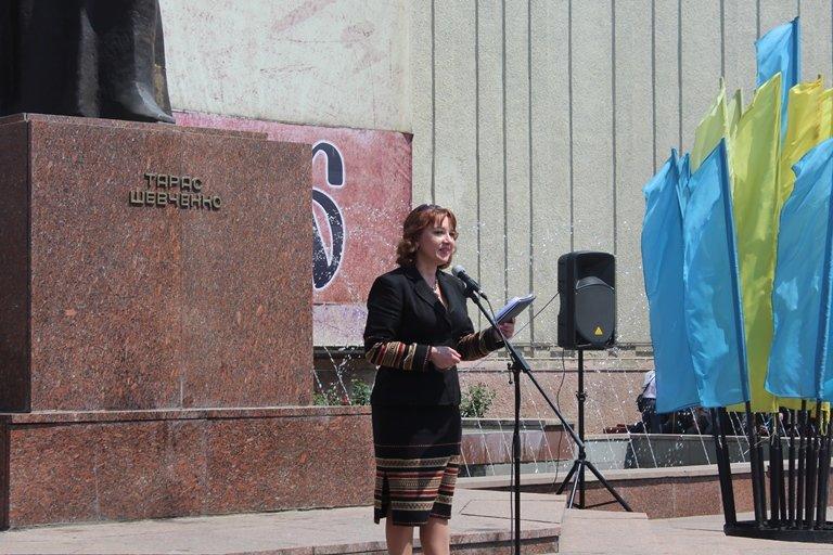 У Чернівцях відбулось покладання квітів з нагоди 155-тої річниці з дня перепоховання Тараса Шевченка, фото-11