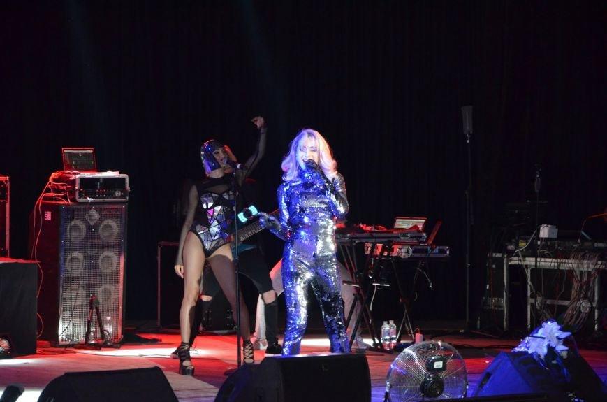 В Мариуполе Лобода раздела танцоров и кружила по сцене на гироскутере (ФОТОРЕПОРТАЖ+ВИДЕО), фото-4