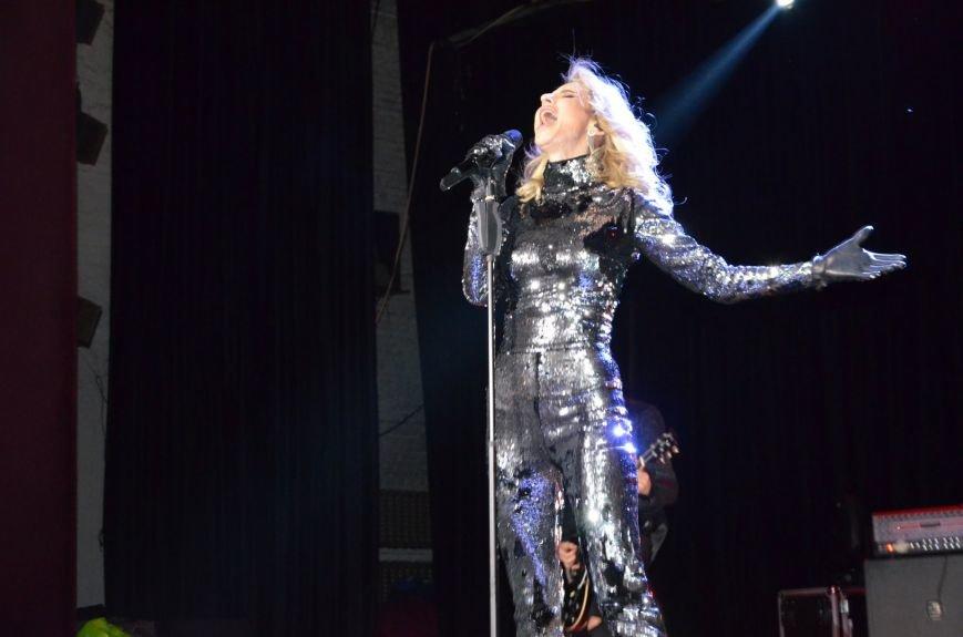В Мариуполе Лобода раздела танцоров и кружила по сцене на гироскутере (ФОТОРЕПОРТАЖ+ВИДЕО), фото-1