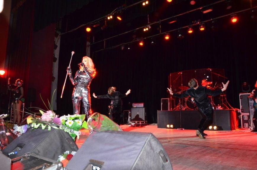 В Мариуполе Лобода раздела танцоров и кружила по сцене на гироскутере (ФОТОРЕПОРТАЖ+ВИДЕО), фото-3