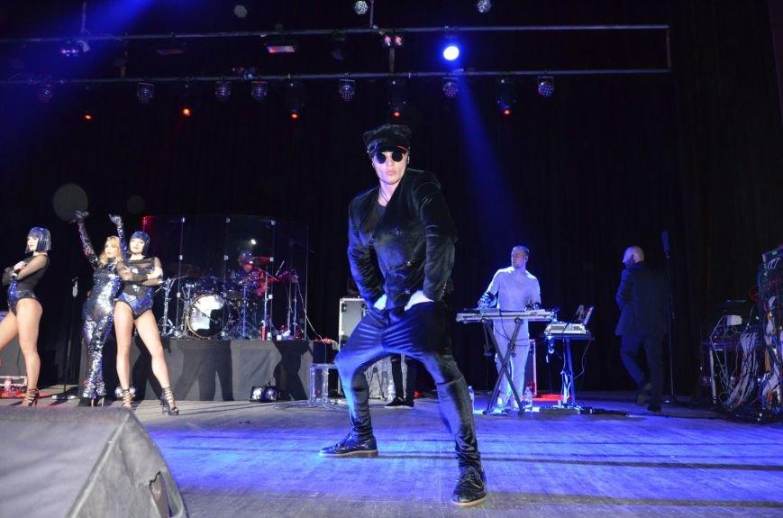 В Мариуполе Лобода раздела танцоров и кружила по сцене на гироскутере (ФОТОРЕПОРТАЖ+ВИДЕО), фото-16