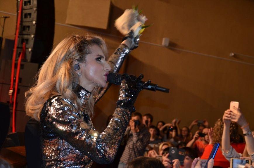 В Мариуполе Лобода раздела танцоров и кружила по сцене на гироскутере (ФОТОРЕПОРТАЖ+ВИДЕО), фото-14