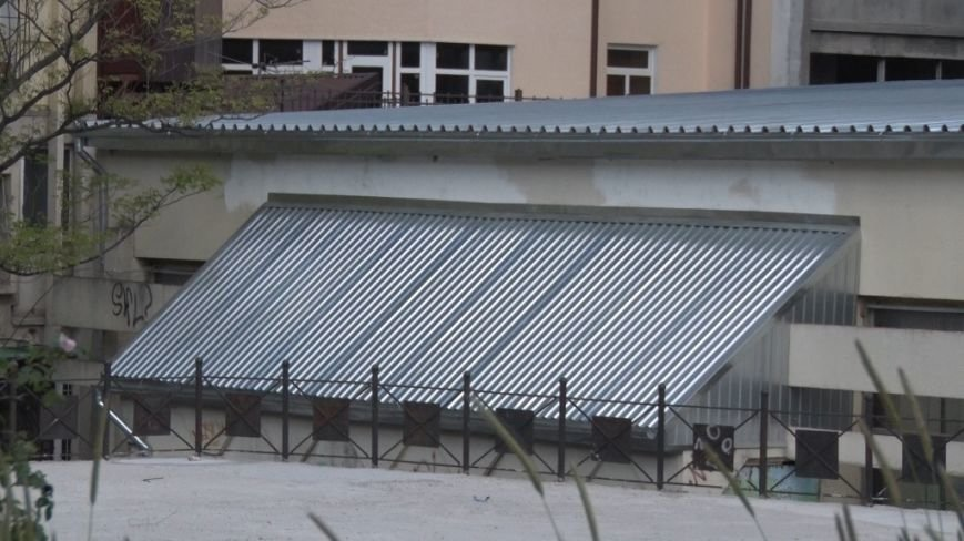 Ялта_23.05.16_В школе настольного тенниса Ялты заменена кровля и идёт подготовка к ремонту внутренних помещений (4)
