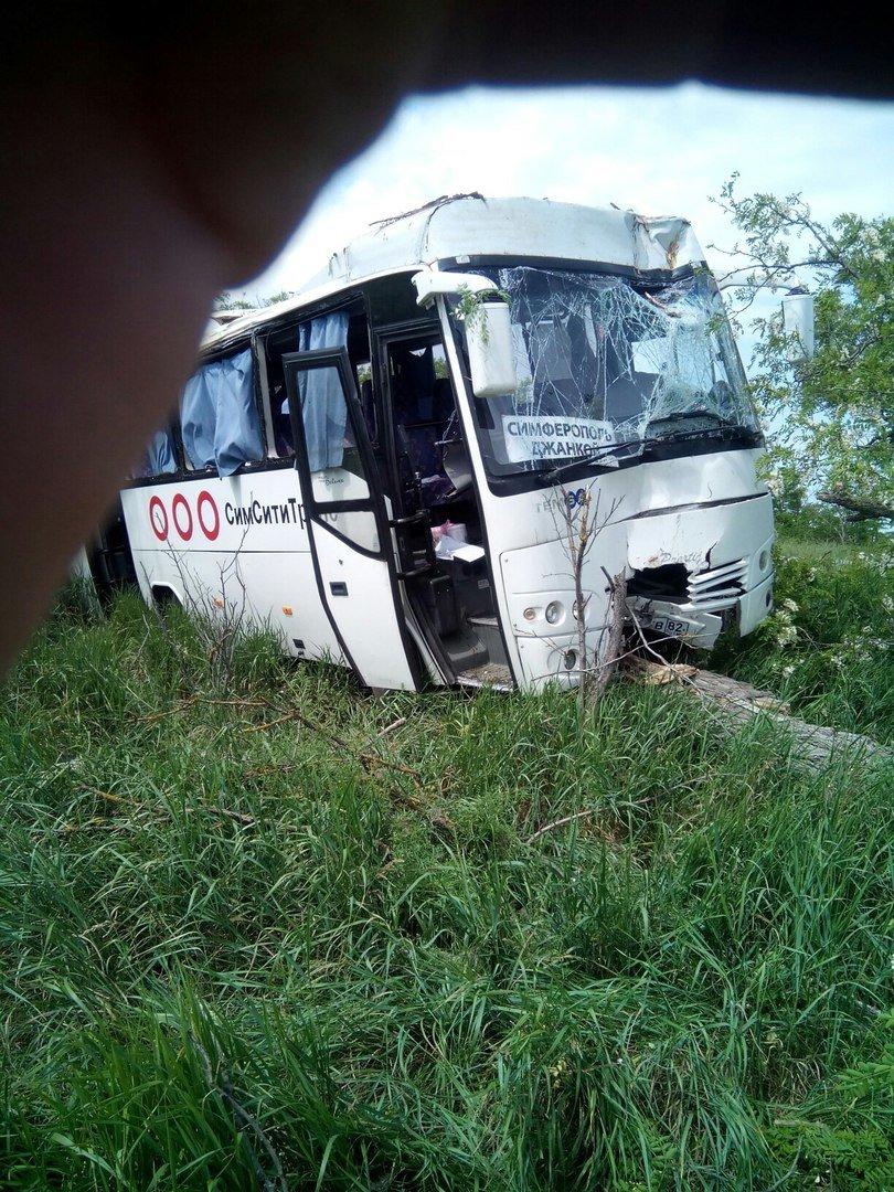 В Крыму сошел с трассы рейсовый автобус, фото-3