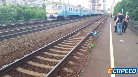 В Киеве поезд переехал девушку, фото-2