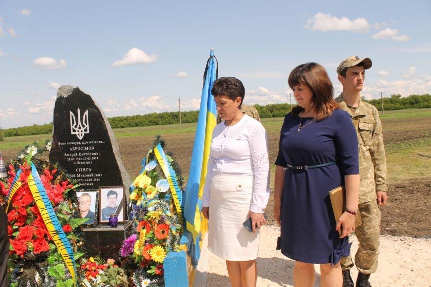 Герои не умирают - открытие памятника погибшим бойцам украинской армии, фото-10
