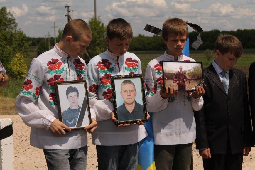 Герои не умирают - открытие памятника погибшим бойцам украинской армии, фото-2