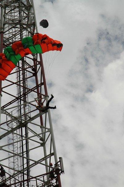 Ульяновцы прыгают из окон и с вышек с парашютом. ВИДЕО, фото-1