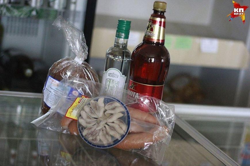 «Пиво, водка, фасованный салат и селедка». Что покупают в деревенском магазине в Экимани, фото-2