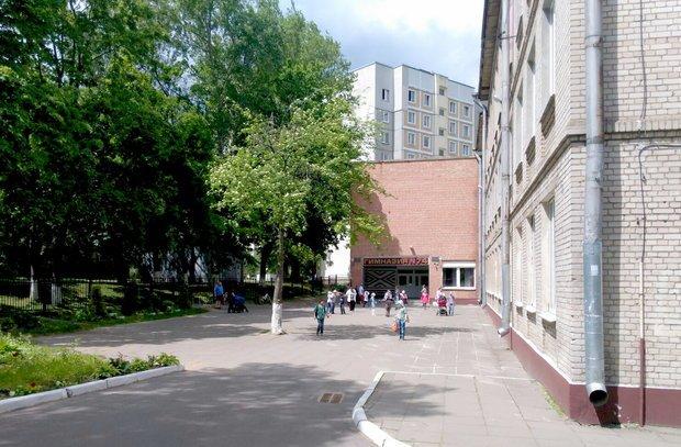 В Минске гимназист напал с ножом на учительницу, а школьник из Мозыря «заминировал» аэропорт: обзор громких происшествий с детьми, фото-1