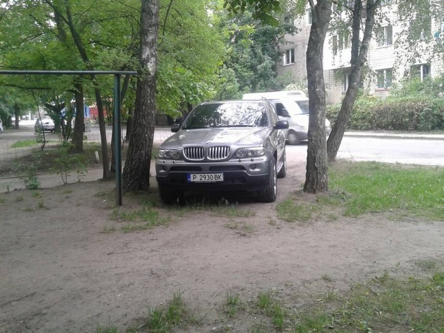 Паркування по-чернівецьки або де залишають машини чернівецькі водії, фото-5