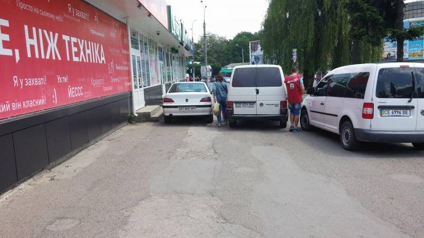 Паркування по-чернівецьки або де залишають машини чернівецькі водії, фото-1