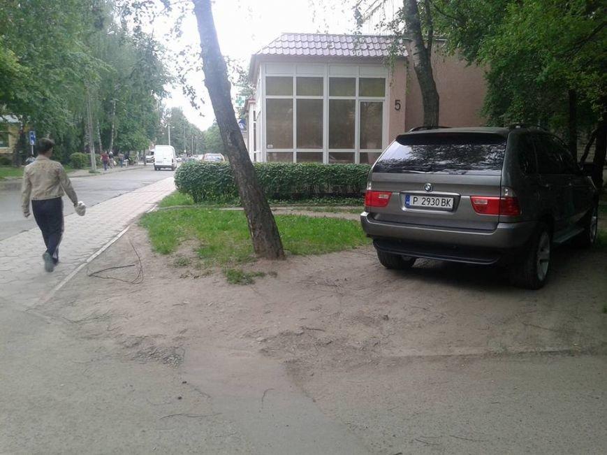 Паркування по-чернівецьки або де залишають машини чернівецькі водії, фото-4