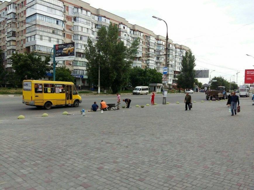 """Парковку перед магазином """"Эльдорадо"""" закрыли на законных основаниях (фото), фото-1"""