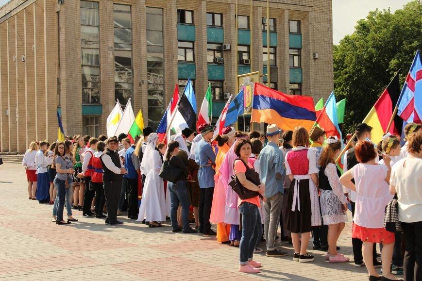 Закрытие Х фестиваля «Классика сегодня»: в Каменском состоялось карнавальное шествие, фото-1