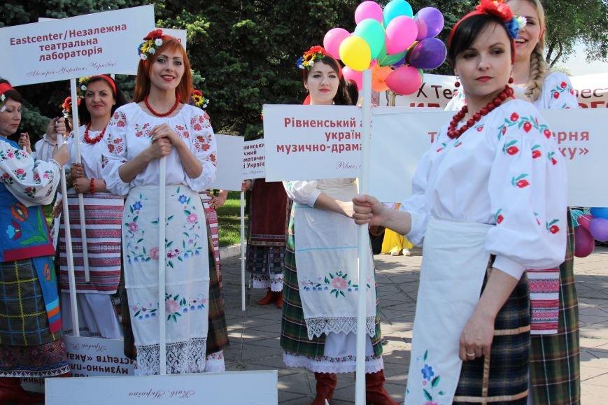 Закрытие Х фестиваля «Классика сегодня»: в Каменском состоялось карнавальное шествие, фото-3