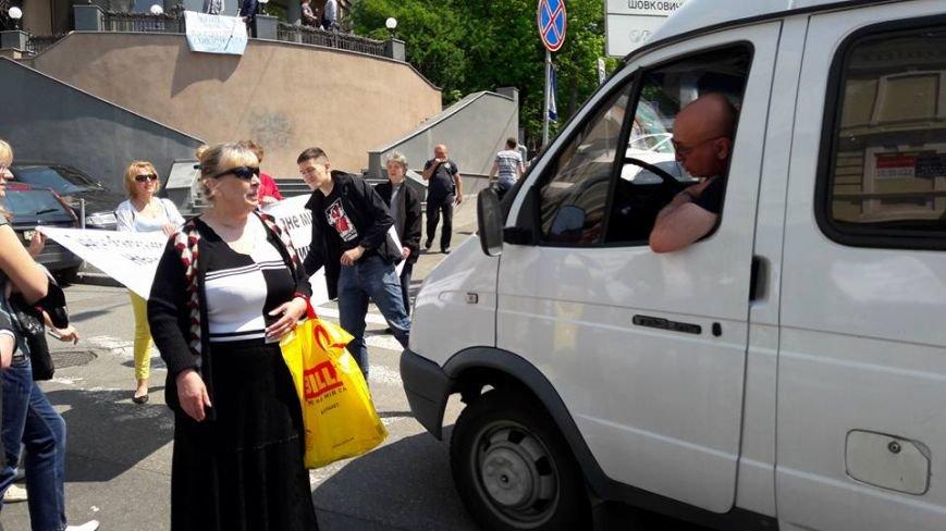 На Бессарабке местные жители перекрыли улицу, фото-1