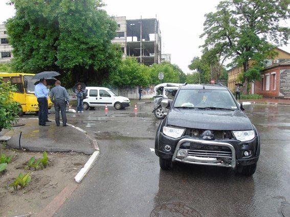 В центре Херсона произошло ДТП, в котором пострадали 9 человек (фото), фото-2