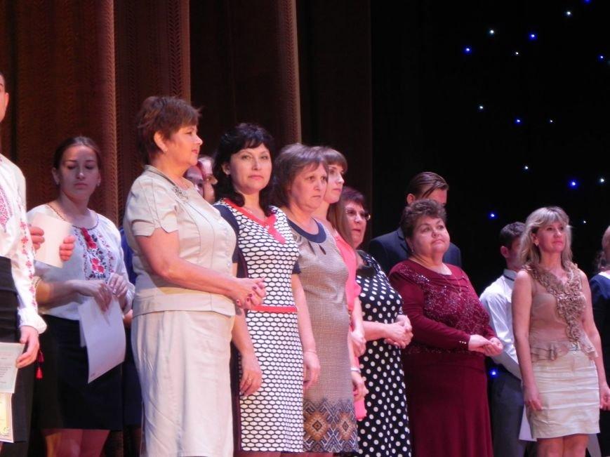 Бердянск отметил лучших учеников и педагогов города, фото-3