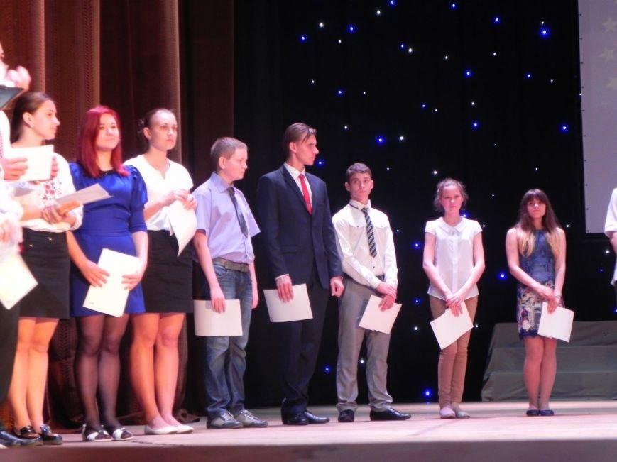 Бердянск отметил лучших учеников и педагогов города, фото-1