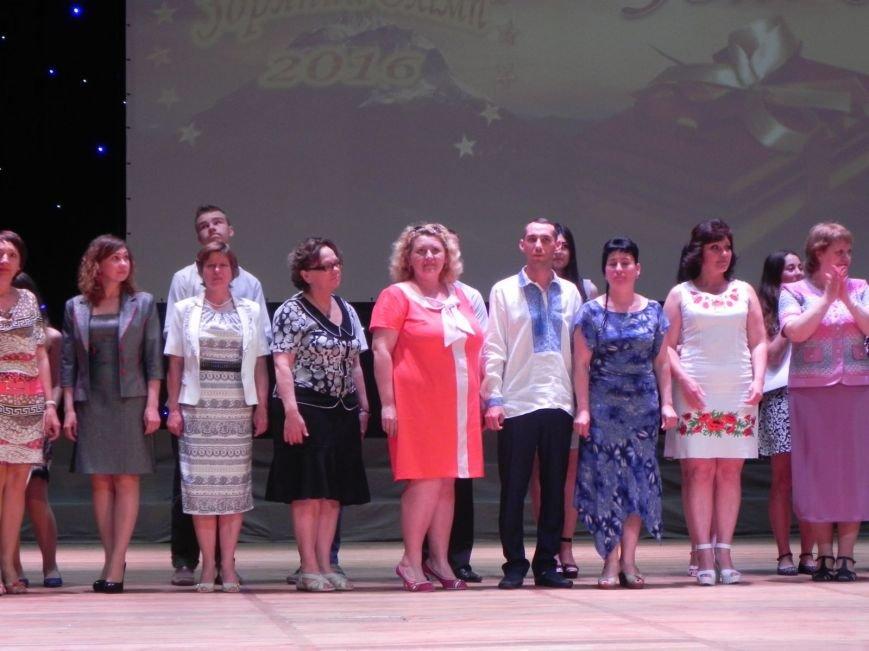 Бердянск отметил лучших учеников и педагогов города, фото-2