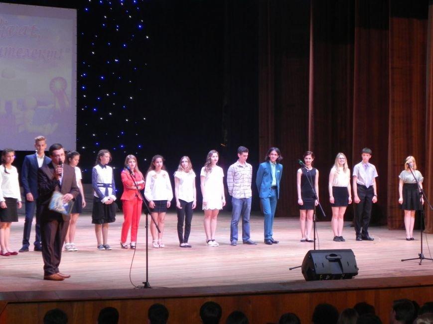 Бердянск отметил лучших учеников и педагогов города, фото-5