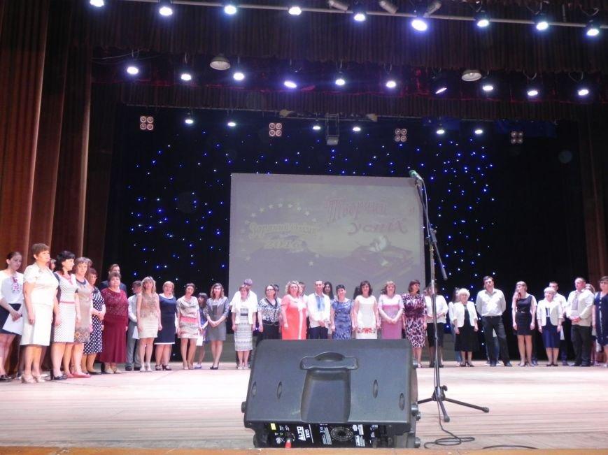 Бердянск отметил лучших учеников и педагогов города, фото-4