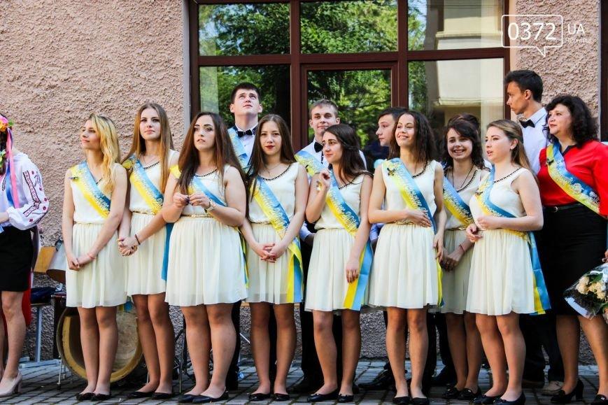 «От і пролунав останній дзвінок» - сьогодні буковинські випускники відвідують прощальний урок(ФОТО), фото-2