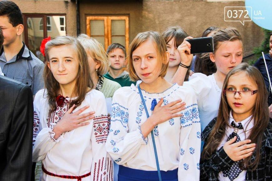 «От і пролунав останній дзвінок» - сьогодні буковинські випускники відвідують прощальний урок(ФОТО), фото-4