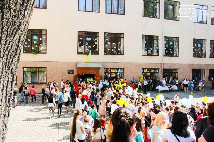 «От і пролунав останній дзвінок» - сьогодні буковинські випускники відвідують прощальний урок(ФОТО), фото-7