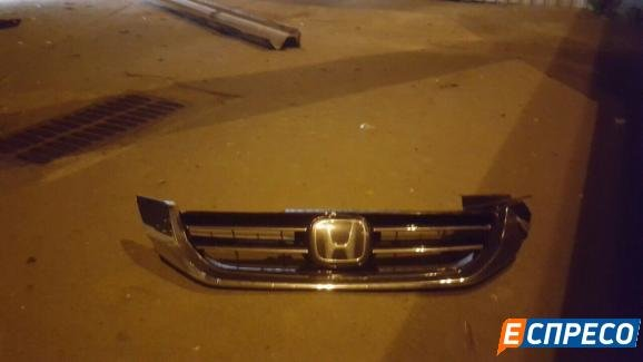 В Киеве водитель Honda упал на крышу киоска (ФОТО), фото-2