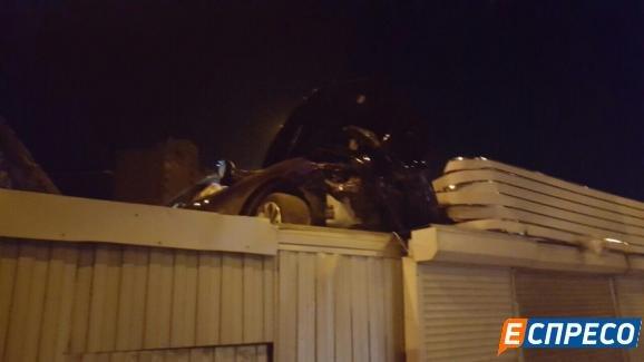 В Киеве водитель Honda упал на крышу киоска (ФОТО), фото-1