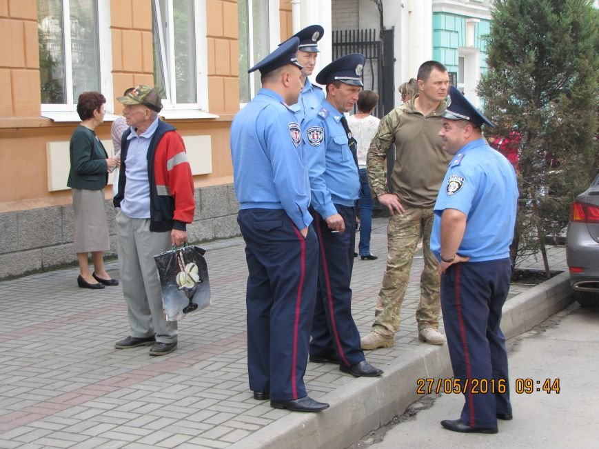 Перед сессией Мелитопольского горсовета под стенами мэрии общественники организовали пикет, фото-5